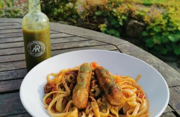 raijmakers hot sauce and denny meatless sausages on linguine